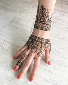 Henna Hand Designs, Tribal Henna Designs, Mehndi Designs Finger, Unique Mehndi Designs, Mehndi Designs For Fingers, Henna Tattoo Designs, Henna Tattoo Hand, Hand Tattoos, Wrist Henna