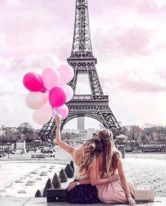 bff travel | paris | balloon | long hair styles for girls | friends | half up half down | braided | bun | straight hair | bff hair goal | paris | Eiffel Tower | summer | pictures ideas | travel | sisters | friendship | blondes | long hair | bun | hairstyles