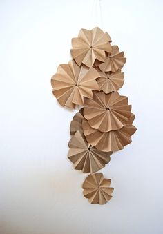 """kraft paper """"poms"""" and garland. with glitter - Source unknown (via Etsy) Kraft Paper, Diy Paper, Paper Crafting, Paper Bag Flowers, Happy Birthday Printable, Gift Wraping, Paper Pom Poms, Paper Fans, Wedding Favors Cheap"""