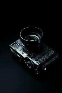 (via Fujifilm X100 Black Limited Edition - UltraLinx)
