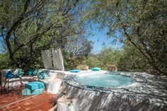 swimming pool and with two Jacuzzi @hotelsugologone