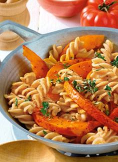 Spirelli mit gebratenem Kürbis: http://kochen.bildderfrau.de/rezepte/rezept_spirelli-zu-karamellisiertem-kurbis_223173.aspx  #Pasta #nudeln