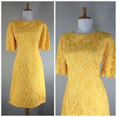 VINTAGE 1960s 50s YELLOW LACE COCKTAIL PARTY FLORAL SHIFT WIGGLE DRESS  M L