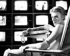 """""""The Man Who Fell To Earth"""" D: Nicolas Roeg (1976). With David Bowie"""