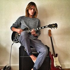 Ton Heukels and his Les Paul guitar. Boys Long Hairstyles, Permed Hairstyles, Musician Photography, Bad Boy Aesthetic, Poses, Grunge Hair, New Love, Cute Guys, Alter