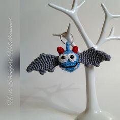 Dieser süße Fledermaus-Anhänger ist ein tolles Geschenk als Mitgebsel in die Geburtstagstüte. Oder als Taschenbaumler, Schlüsselanhänger auch ein ideales Herrengeschenk. Die Fledermaus kann in den Lieblingsfarben selber angefertigt werden.  Diese An