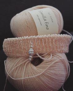 Og nu arbejdes der på et nyt projekt i en lækker forårsfarve ☀️ #strik #strikkedilla #bcgarn #semillafino #forår #økologisk #garn #egetdesign #knit #knitting #organic #yarn #ecoknittingdk #vsco #vscocam #vscogood #vscophile #vscogram