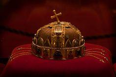 Őfelsége a Szent Korona, teljes pompájában