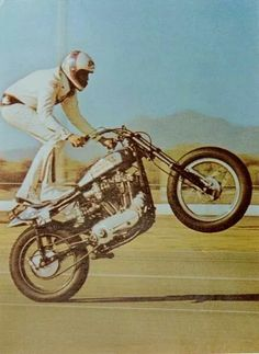 Evel Knievel, if you're gonna be old school, this is not a bad one to copy. Route 66, Motos Retro, Vintage Motorcycles, Vintage Bikes, My Childhood Memories, The Good Old Days, My Guy, Cool Bikes, Back In The Day