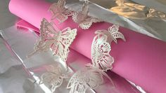 How to create beautiful edible lace in minutes using Cake Lace Mix By Claire Bowman, perfect for decorating wedding and celebration cakes! Sugar Veil, Sugar Lace, Cake Decorating Techniques, Cake Decorating Tutorials, Fondant Figures, Fondant Butterfly, Fondant Flowers, Cake Lace Mat, Chocolate Butterflies