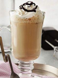 whats good to eat: Frappé Tarifi - İçecekler Yemekleri - Yemek Tarifl. Tea Recipes, Coffee Recipes, Dishes Recipes, Cafe Pasta, Frappe Recipe, Starbucks Recipes, Baileys Irish Cream, Liqueur, Vegetable Drinks