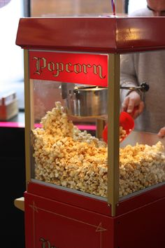 I love to eat popcorn when I watch a movie. With butter and salt, it´s delicious!