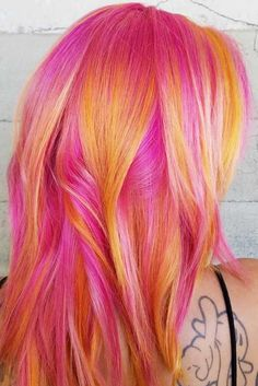 36 Chic Medium-length Layered Hair See it now! # stratified # Mittellan … - Best New Hair Styles Vivid Hair Color, Pretty Hair Color, Beautiful Hair Color, Hair Dye Colors, Light Pink Hair, Bright Hair, Bright Coloured Hair, Pelo Multicolor, Medium Length Hair With Layers