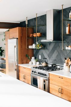 so obsessed with that kitchen! Wood cabinets are back. Love the black herringbone backsplash and open shelving too!