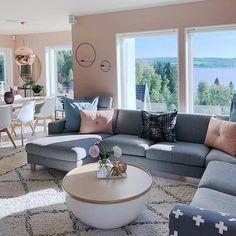 Muita luz natural e essa paleta de cores que eu amo {} Adoro buscar referências em apartamentos escandinavos sempre com atenção ao design e bem estar Regram @fruspilde . . . #homeDecor #projetos #decoração #interiores #arquitetura #decor #arquiteturadecoracao #interiordesign #blogalmocodesexta #grupodecordigital #olioliteam #designescandinavo Living Room Decor Cozy, Cozy Room, Interior Design Living Room, Living Room Designs, Rose Gold Room Decor, Pink Home Decor, Small Room Bedroom, Bedroom Decor, Home Room Design