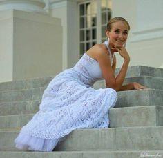 crochet wedding dress Crochet Coat, Thread Crochet, Crochet Lace, Crochet Skirts, Crochet Clothes, Vestidos Fashion, Crochet Wedding Dresses, Mode Crochet, Crochet Fashion