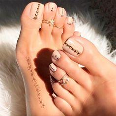 Pedicure naked a rhinestones - # a # Nude # Pédicure - ▷ Nageldesign Galerie 2018 Pretty Toe Nails, Cute Toe Nails, Pretty Toes, Gorgeous Nails, Fall Toe Nails, Beautiful Toes, Cute Toes, Pedicure Designs, Pedicure Nail Art