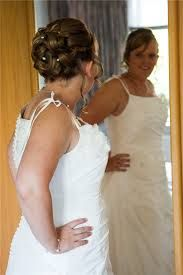Afbeeldingsresultaat voor bruidskapsel opgestoken met krullen sluier