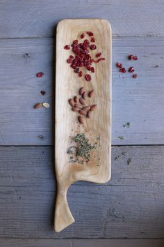 Handmade cherry wood cutting board and serving tray with handle. Handcrafted cutting boards for the kitchen. Diy Cutting Board, Wood Cutting Boards, Wooden Chopping Boards, Wooden Boards, Wood Spoon, Wood Creations, Wooden Crafts, Wood Design, Woodworking Crafts