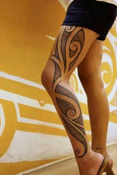 Tribal tattoo designs have always been associated with men. However women today wear tribal tattoos to prove their strength and pain endurance levels Polynesian Leg Tattoo, Polynesian Tattoo Designs, Maori Tattoo Designs, Hawaiian Tattoo, Tattoo Designs For Girls, Best Tattoo Designs, Tattoo Girls, Girl Tattoos, Samoan Tattoo