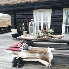Discover recipes, home ideas, style inspiration and other ideas to try. Winter Cabin, Cozy Cabin, Log Cabin Exterior, Native American Decor, Rustic Chair, H & M Home, Outside Living, Cabin Interiors, Cabins In The Woods