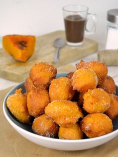 Buñuelos de calabaza | Juanan Sempere Calabaza Recipe, Thanksgiving Dinner Menu, Island Food, Cooking Recipes, Healthy Recipes, Pastry And Bakery, Learn To Cook, Dessert Recipes, Desserts