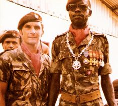 Marcelino da Mata (left), Comandos Battalion - one of the most condecorated soldiers in Portuguese Army - Bissau, Guiné/Guinea 1972 Colonial, Portuguese Empire, Learn Brazilian Portuguese, Portuguese Lessons, Fidel Castro, Special Ops, African History, Science Nature, Army