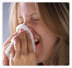 Kış ve bahar aylarında hepimizin şikayetidir burun akıntısı. Durmadan burnumuzu silmek hem bizi hemde çevremizdekileri rahatsız eder. Basit ve sinir bozucu olsa da altında yatan nedenleri araştırmak gerekir. Ciddi bir kronik hastalığın sebebi olabilir. Burun Akıntısı Nedir? Üst solunum yolu hastalıklarının yol açtığı burun mukozasından gelen sıvıya burun akıntısı denir.Nezle, enfeksiyon, grip, alerji,soğuk algınlığı,sinüzit ve alerjik burun iltihabında ortaya çıkar. Renksiz veya yeşil ...