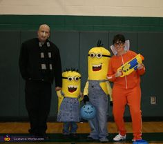 Despicable Me Family Costume - Halloween Costume Contest via @costumeworks