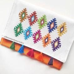 Otomatik alternatif metin yok. String Art, Cross Stitching, Needlepoint, Clutch Bag, Purses And Bags, Needlework, Embroidery Designs, Diy And Crafts, Coin Purse