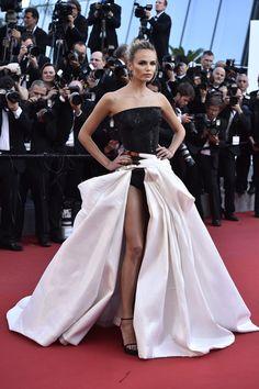 Natasha Poly concentró toda la atención con este diseño de Atelier Versace en Cannes 2015