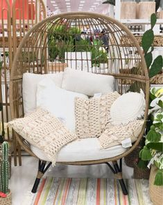 Chairs for your home and office Apartment Balcony Decorating, Backyard Patio Designs, My New Room, Home Decor Inspiration, Home And Living, Diy Home Decor, Living Spaces, Sweet Home, Bedroom Decor