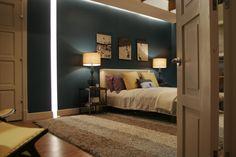 La déco dans les séries : Gossip girl by MyHomeDesign Chambre de Nate : superbe bleu canard et jeu de lumières