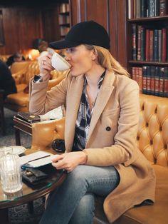 Oslo's beste kakao. Dere, Minimal Chic, Oslo, Camilla, Style Inspiration, Coat, Jackets, Down Jackets, Sewing Coat