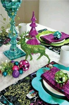 60 Most Popular Christmas Table Decoration Ideas. Decorating your table for Christmas can be as simple or as elaborate as you want to make it. But, there is one primary secret to Christmas table decor. Blue Table Settings, Christmas Table Settings, Christmas Tablescapes, Christmas Centerpieces, Holiday Tables, Place Settings, Masquerade Centerpieces, Teal Christmas, Classy Christmas