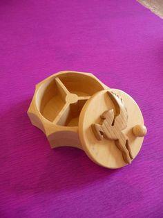 une boite a compartiment (pour bijoux ou autre ) toute simple