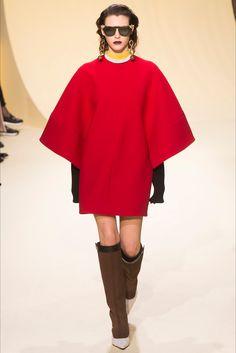 Guarda la sfilata di moda Marni a Milano e scopri la collezione di abiti e accessori per la stagione Collezioni Autunno Inverno 2016-17.