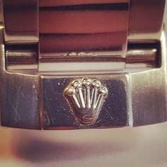 REPOST!!!  Possibly the most iconic logo in the world . . . . . #rolex #daytona #116520 #racing #24hrs #blackdial #crown #business #logo #brand #power #style #fashion #watchfam #details #watchgeek #watchporn #hodinkee #mondani  repost | credit: ID @batonsandbezels (Instagram)