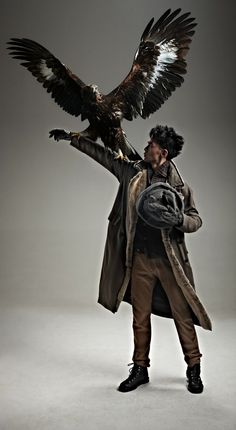 Tang Xiaotian Poses with Birds of Prey for Esquire China Xiaotian Tang Poses with Birds of Prey for Esquire China Action Pose Reference, Human Poses Reference, Pose Reference Photo, Action Poses, Art Poses, Drawing Poses, Drawing Hair, Gesture Drawing, Aigle Animal