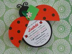 Convite em formato de joaninha (se quiser peça para ver o modelo no atual tema ladybug) produzido em papel 180g colorido na massa de excelente qualidade.  As asinhas se abrem para mostrar o convite.  Tag para convidados opcional.  Várias possibilidades de cores.  Quase 13cm!  O convite da Ladybug...