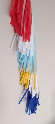 Guirnaldas de flecos de 70cm en Vertical, by @Piñatasweb Party Deco, Outdoor Decor, Home Decor, Bangs, Garlands, Party, Decoration Home, Room Decor, Home Interior Design