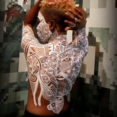 Azizaa back body painting by Laolu photo by Aya Shanti.JPG