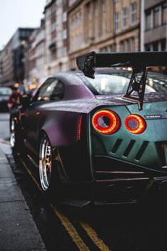 The best luxury cars. Luxury sports cars are created to go fast. A flat and nice body design makes it even cooler. Luxury Sports Cars, Top Luxury Cars, New Sports Cars, Sport Cars, Nissan Gt R, Gtr R35, Nissan Gtr Nismo, Audi R8 Schwarz, Muscle Cars