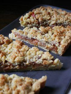 Apple pie with vanilla custard. Vanilla Custard, Fika, Dessert Recipes, Desserts, Apple Pie, Cookies, Neon, Foods, Christmas