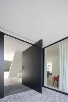 Strak en minimalistisch, Beckers Noyez, grote deur,