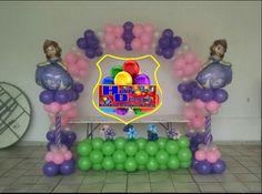 Arco y columnas de globos princesa sofia