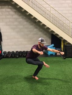 Check out this hip workout (no equipment required) shown here by Human strength and mobility coach Dan Jones. Add these hip health exercises to your fitn. Zumba Workout Videos, Gym Workout Tips, Hip Workout, Flexibility Workout, Strength Workout, Fitness Video, Running For Beginners, Physical Fitness, Academia