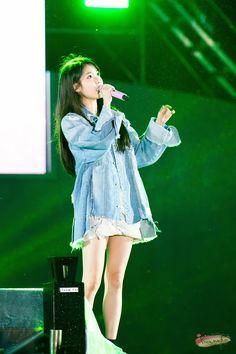 햇볕 드는 좋은 날 오면은 Korean Celebrities, Korean Actors, Cute Korean, Korean Girl, Stage Outfits, Fashion Outfits, Today Pictures, Korean Outfits, Real Women