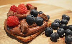 Paahdettua leipää ja lempeää suklaamoussea – tästä ei jälkiruoka parane. Pancakes, Breakfast, Food, Breakfast Cafe, Pancake, Essen, Yemek, Meals, Crepes