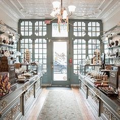 Shane Confectionery, Philadelphia Brothers Eric and Ryan Berley recently took ownership of America's oldest candy store in continuous operation and have restored it to its former antebellum glory. Top Candy, Best Candy, Cafe Interior, Interior Exterior, Interior Design, Design Design, Candy Store Design, Candy Store Display, Boutique Patisserie